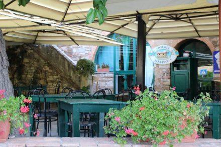 Osteria della Piazza mitten in den Weinbergen des Chianti.