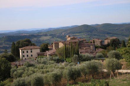 Der Blick auf Volpaia inmitten der toskanischen Hügel.