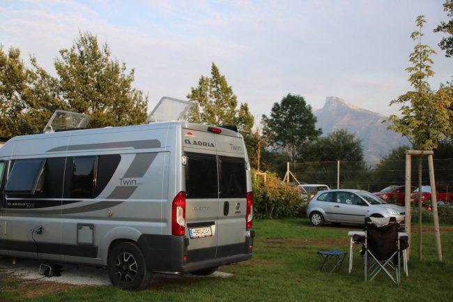 Unser Bus im Austria Camp am Mondsee.