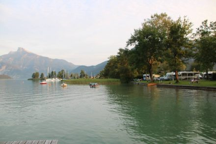 Der Campingplatz Austria Camp liegt direkt am Mondsee.