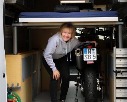 Mit Wohnmobil und Motorrädern – ein Ducato Selbstausbau