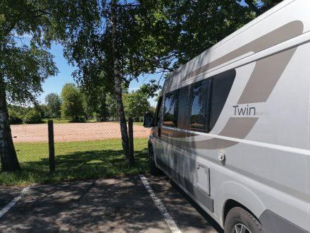 Am kostenlosen Parkplatz des Rundweges Neckar Ursprung im Schwenninger Moos.