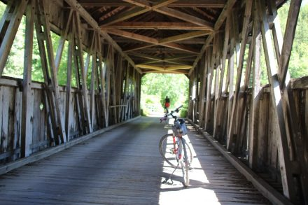 Kurz vor Horb führt eine Holzbrücke über den Neckar