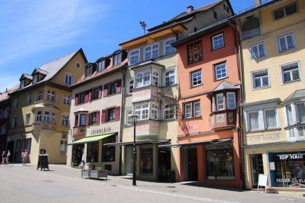 Bunte Häuserfassaden in der Rottweiler Innenstadt mit Erkern und Malereien