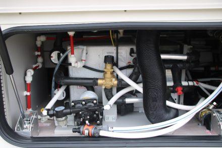Im Zwischenboden ist die gesamte Wasserver- und -entsorgung untergebracht.