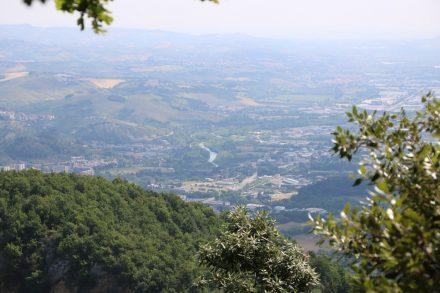 Von Colle san Marco aus sieht man den Fluss Tronto, der sich Richtung Meer schlängelt