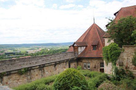 Schloss Hohentübigen hoch über dem Neckartal.