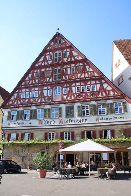 Das Kielmeyer Haus am Marktplatz in Esslingen war Kolonialwarenladen und Seifenfabrik.