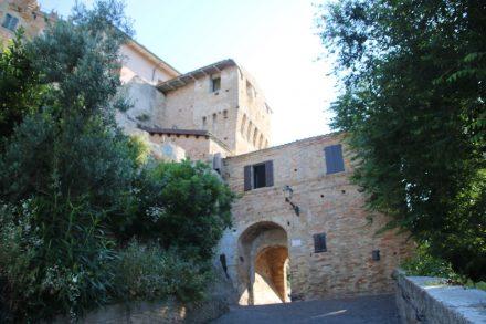 Eins der Altstadttore nach Grottammare Alta