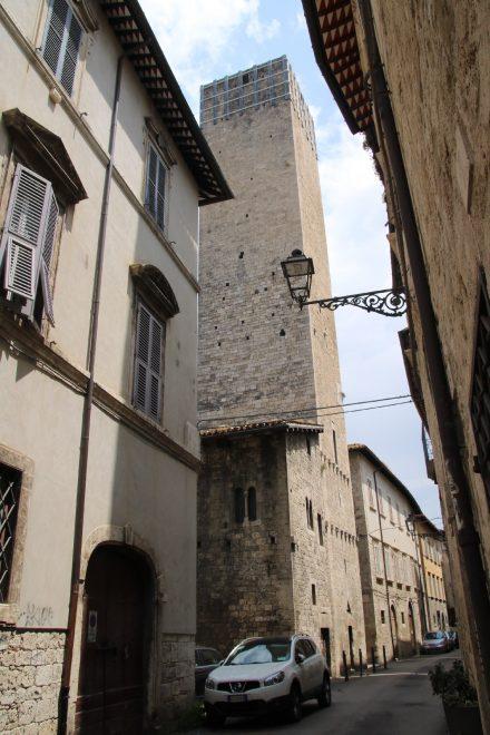 Die Zwillingstürme Torre Gemelli stehen seit dem 12. Jahrhundert