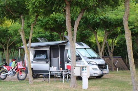 Der Adria Twin am Campingplatz Riva Verde