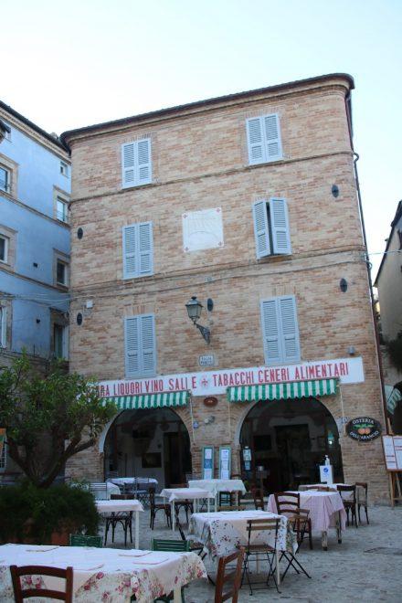 Die gemütliche Osteria Dell'Arrancio mitten auf dem Piazza Peretti