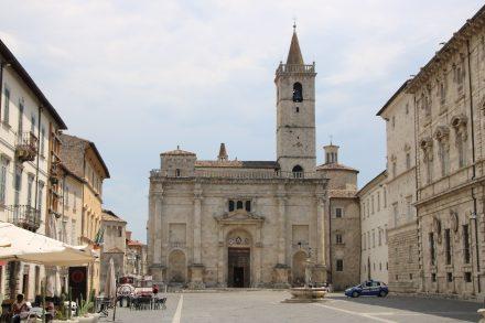 Am Piazza Arringo liegt der Palazzo Comunale und der Bischofspalast mit Museum