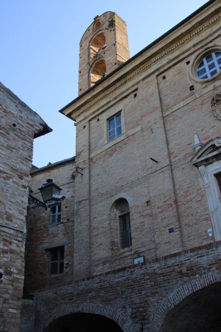 Die Kirche in der Altstadt von Grottammare