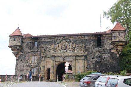 1607 entstand dieses verzierte, untere Schlosstor.