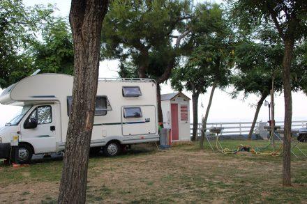 Viele Wohnmobil-Stellplätze am Riva Verde haben ein eigenes Duschhaus