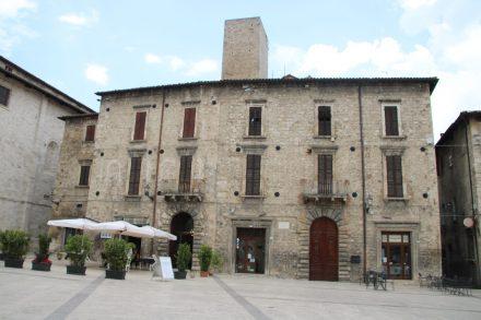 Bei einem Bummel durch Ascoli Piceno entdeckt man viele schöne alte Paläste und Kaffeehäuser