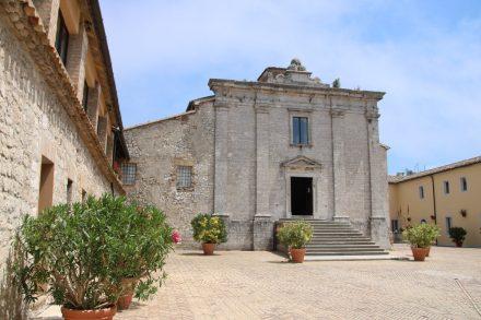 Die schlichte Kirche des ehemaligen Klosters Monte Conero