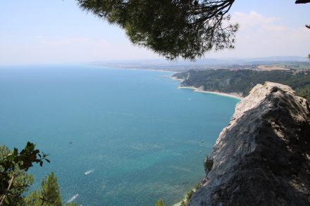 Vom Passo del Lupo im Parco Regionale del Conero sieht man fast bis San Benedetto del Tronto