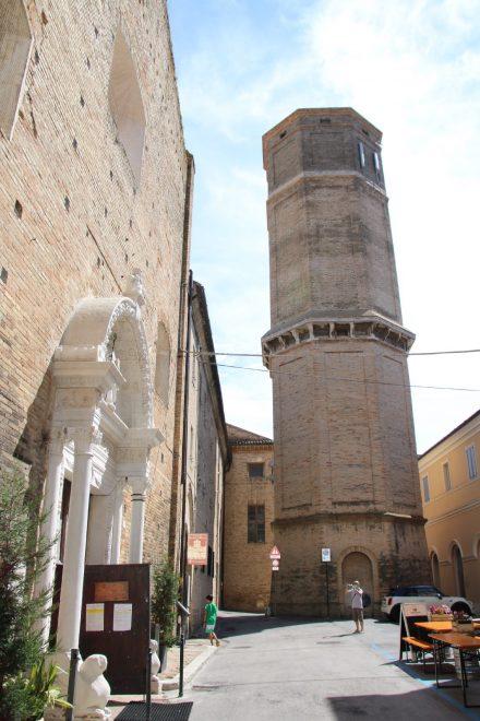 Wunderschönes Kirchenportal in Recanati
