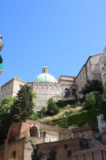 Hoch über dem Hafen thront das Archäologische Museum von Ancona