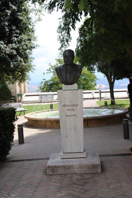 Ein berühmter Einwohner Recanatis war der Opernsänger Benjamin Gigli
