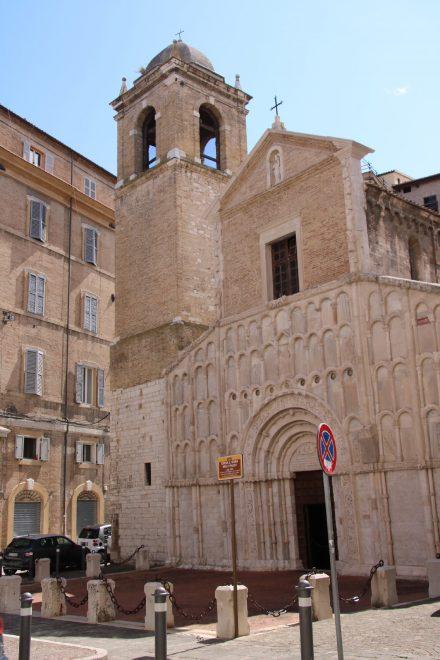 Romanischer Kirchenbau mit dalmatinischem Marmor