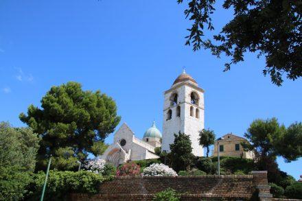 Der Domplatz mit der sehenswerten Cattedrale S. Ciriaco