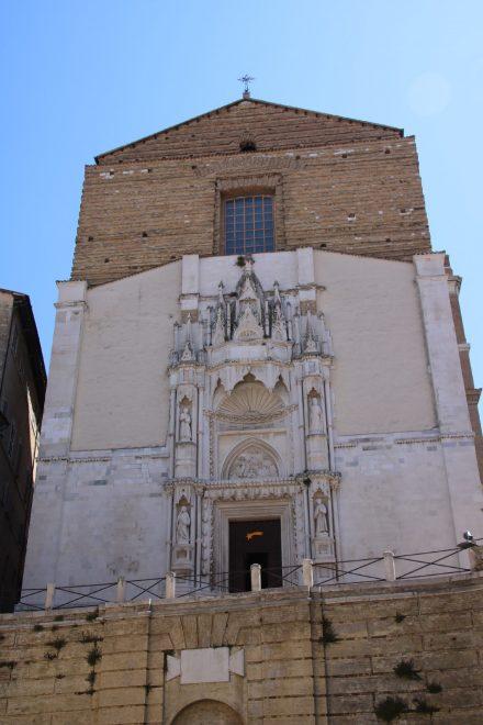 Die schlichte Franziskanerkirche erhielt im 15. Jahrhundert ein gotisches Portal