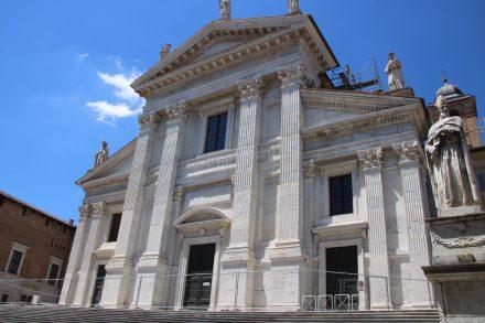 Der Dom wurde im 18. Jahrhundert durch ein Erdbeben zerstört