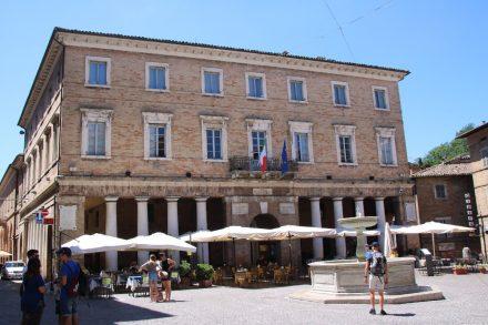 Das Rathaus von Urbino