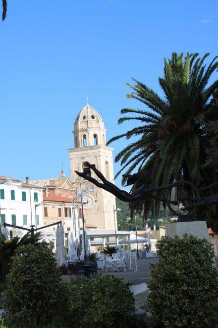 Der Hauptplatz von Sirolo grenzt direkt an die schöne Balkonpiazza über der Adria