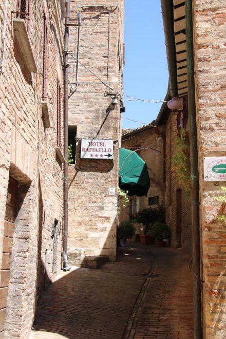 Die engen Altstadtgassen von Urbino
