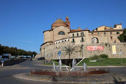 Über dem Lago Trasimeno thront die größte Ortschaft Castiglione del Lago
