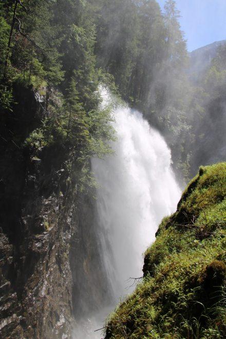 Der dritte Reinbach Wasserfall ist mit 40 Meter Höhe auch der spektakulärste