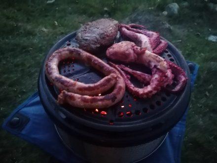 Abendlicher Grill-Schmaus am Campingplatz