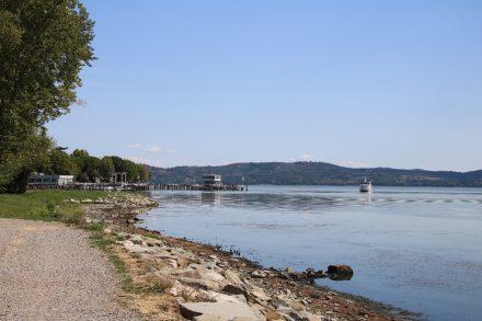 Uferpromenade und Schiffsanlegestelle im reizenden Passignano sul Trasimeno