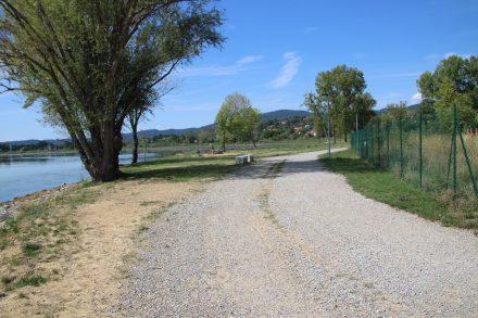 Der Radweg rund um den Lago di Trasimeno verläuft auf Rad- und Schotterwegen und auf Nebenstraßen