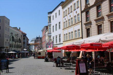 Auch die Fußgängerzone Rosenheims ist einen Bummel wert