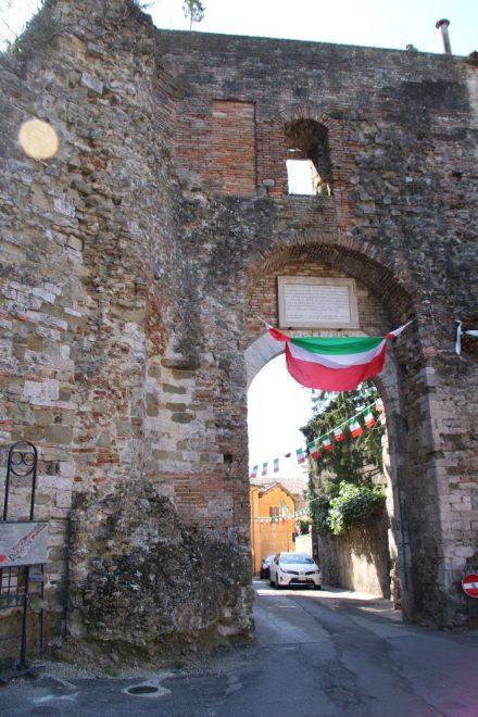 Noch ein altes Stadttor in den historischen Mauern von Perugia