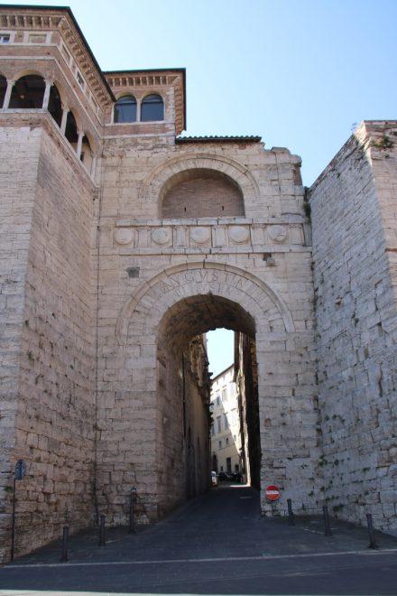 Im dritten Jahrhundert vor Christus wurde das nord-östliche Stadttor in Perugia errichtet