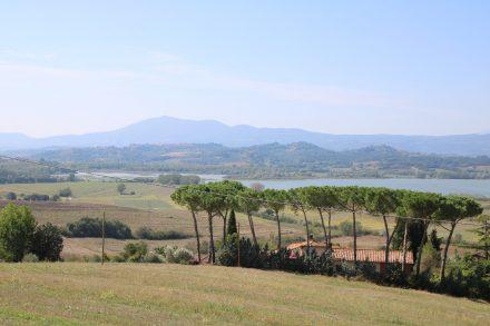 Erster Blick auf den Lago di Chiusi von Vaiano aus