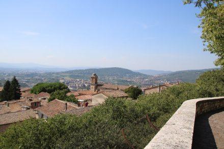 Herrliche Aussicht von den Carducci Gärten über Perugia und Umbrien