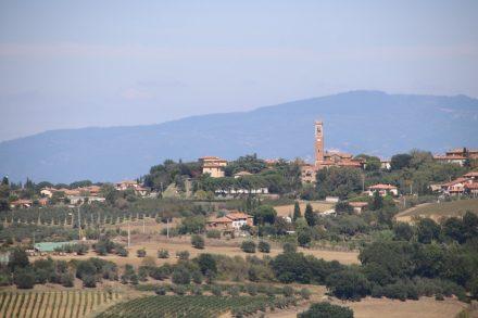 Blick zurück auf die Skyline von Castiglione del Lago