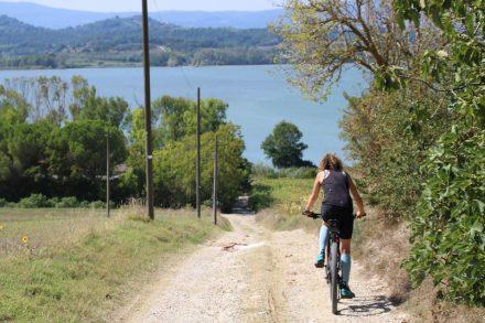 Auf holprigen Feldwegen direkt hinunter zum Lago di Chiusi