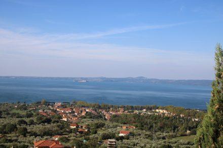 Von der Anhöhe hat man einen herrlichen Blick über den Bolsena See