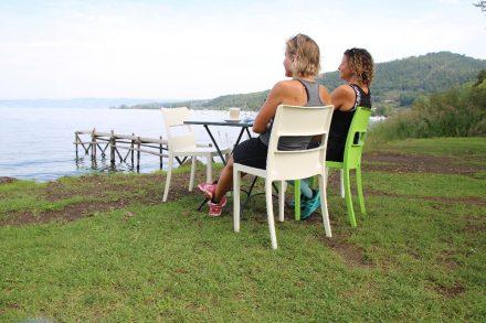 Gastgarten mit Seeblick am kleinen Café von Capodimonte