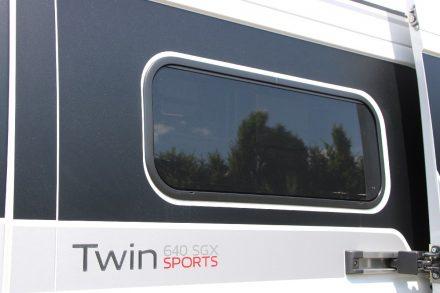 Elegant fügen sich die verdunkelten Fenster in die Twin Karosserie.