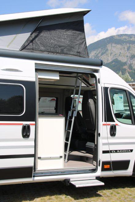 In der hochwertigen Ausstattung sind natürlich Fliegengitter an der großen Schiebetür und allen Fenstern inklusive.