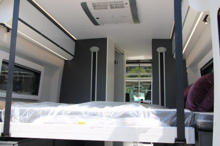 In der untersten Position bietet das Längs-Hubbett eine Schlaffläche von 196 x 180 cm.